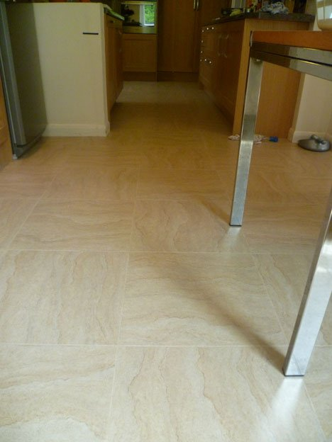 Tiled flooringwith feature strip